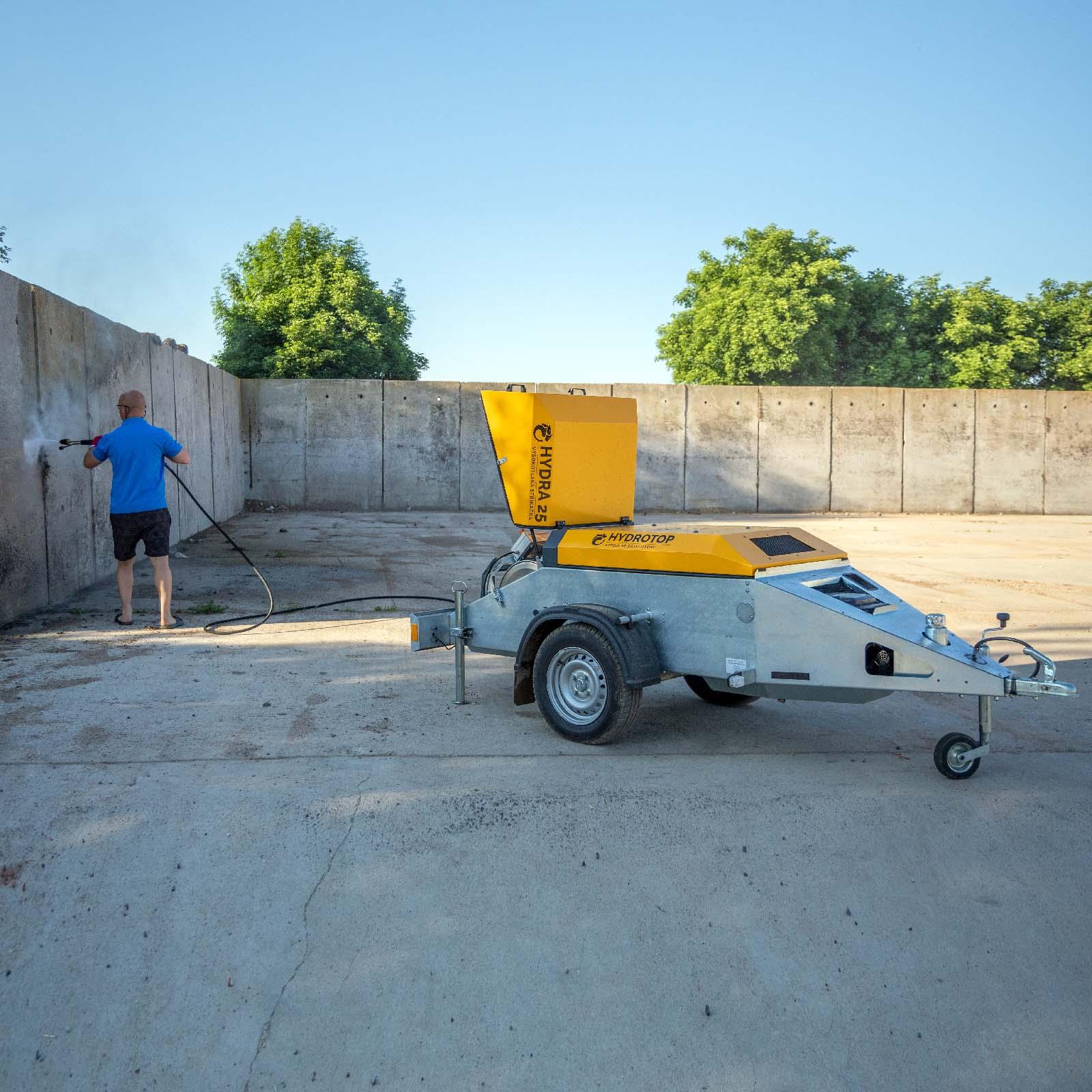 HYDRA 25 – vysokotlaká stříkačka s benzinovým motorem a tažným zařízením za auto