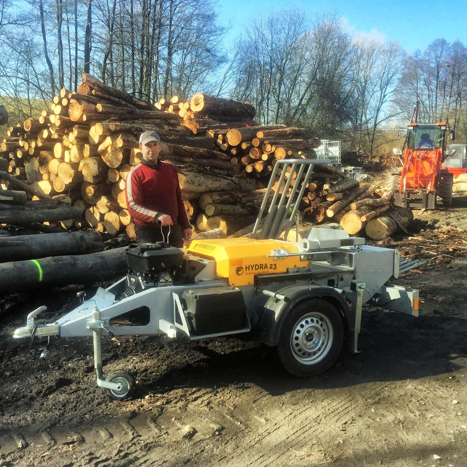 Roman Šofranko štípač dřeva s benzinovým motorem